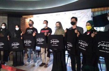 Gubernur Jawa Barat Ridwan Kamil beserta kru dan pemain Film Sisterlillah di CGV PVJ. (Foto: inews.id)