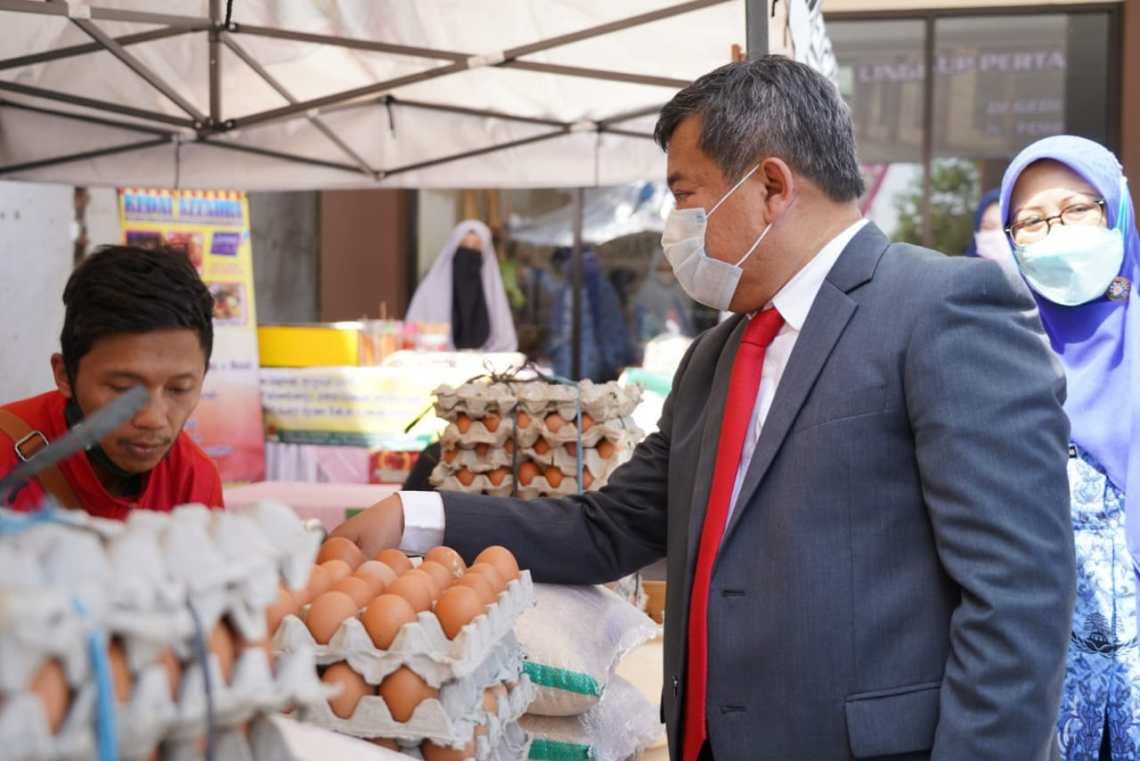 Bupati Garut, Rudy Gunawan, membuka Gebyar Pasar Ramadan diselenggarakan di Freshop, Simpang Lima, Kecamatan Tarogong Kidul, Kabupaten Garut (Foto: Andre/dara.co.id)