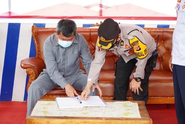 Bupati Garut, Rudy Gunawan beserta unsur Forkopimda Kabupaten Garut  meninjau langsung pos penyekatan di beberapa titik di perbatasan Garut, Rabu (12/5/2021). (Foto : andre/dara.co.id)