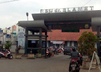 RSUD dr. Slamet Garut di Jalan RSU, Kecamatan Tarogong Kidul, Kabupaten Garut.
