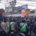 Suasana kerumunan di gerai  McDonald's di Cibiru (Foto: Liputan6.com/Huyogo Simbolon)
