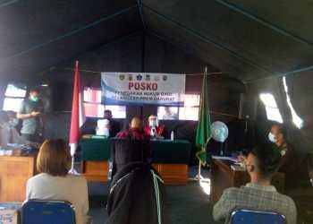 Pelaksanaan Sidang Pelanggaran PPKM Darurat yang dilaksanakan di Posko Penegakan Hukum Bagi Pelanggar PPKM Darurat yang berlokasi di Simpang Lima, Kecamatan Tarogong Kidul, Kabupaten Garut (Foto: Andre/dara.co.id),