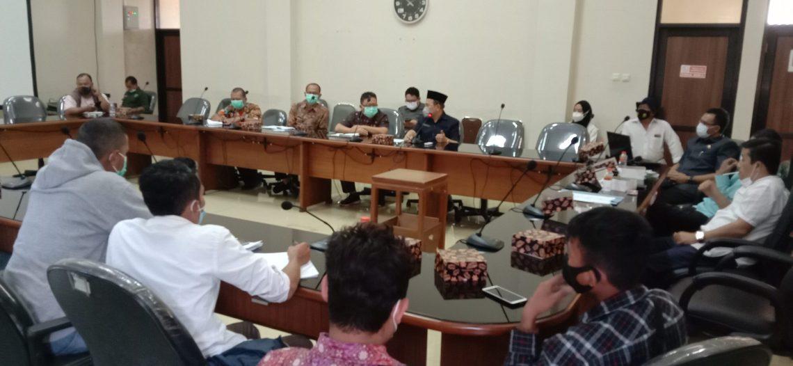 Serikat Petani Pasundan (SPP) Tasikmalaya saat audien di DPRD beberapa waktu lalu (foto : Nanang Yudi)