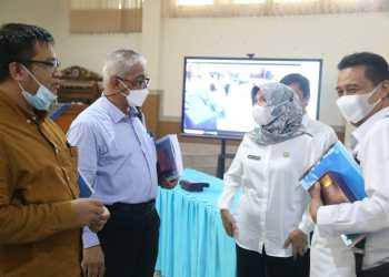 DPRD Jabar menggelar Raker pembahasan Rancangan KUA-PPAS bersama Dinas Pendidikan Jabar di KCD Pendidikan Jabar Wilayah VII, Kota Cimahi. (Foto: Rizky/Humas DPRD Jabar)