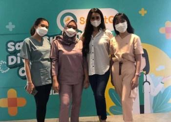 Para dokter gigi dari Klinik Gigi ODAC saat acara konsultasi gigi dan vaksinasi gratis untuk 1000 anak pada Jumat, 27 Agustus 2021 di QBIG BSD City, Tangerang. (Dok. Istimewa)