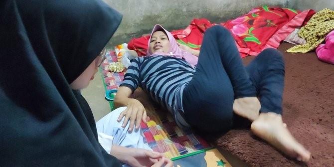 Cucu berbaring di rumahnya. Ia tak tidur selama 7 tahun. (Foto: ©2021 Merdeka.com/istimewa)