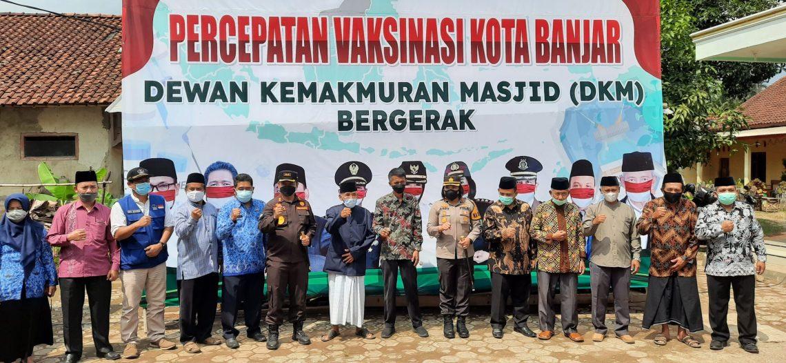 Launching Program DKM Bergerak di Masjid Baitussolihin Desa Kujangsari kota Banjar. (foto:Bayu/dara.co.id)