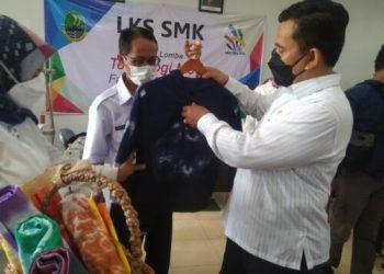 Kepala Dinas Pendidikan Jawa Barat Dedi Supandi memantauan pembelajaran tatap muka (PTM) di SMKN 9 dan SMKN 13 Kota Bandung, Rabu (8/9/2021).(Foto: ist)