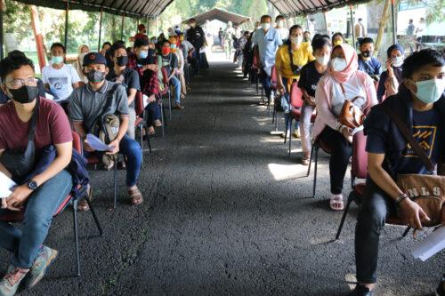 Kementerian Pariwisata dan Ekonomi Kreatif mnggelar vaksinasi dengan sasaran 7.500 orang pelaku industri pariwisata dan masyarakat di Pusdikkav Padalarang, Kabupaten Bandung Barat, Senin (27/9/2021).(Foto: ist/dara.co.id)