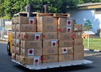 BNPB mengirimkan 3 juta masker, 3.000 boks alat tes antigen, dan 500 ribu botol handsanitizer guna mendukung penguatan penerapan protokol kesehatan pada penyelenggaraan PON. (Sumber: BNPB.go.id)