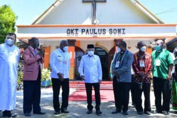 Wapres Ma'ruf Amin saat melakukan pertemuan dengan para Tokoh Agama dari Majelis-Majelis Agama Papua Barat di GKI Paulus Sowi, Manokwari, Jumat (15/10/2021). (Foto: BPMI Setwapres)