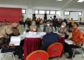 Sejumlah kader menerima tim penilai adiministrasi Posyandu Anyelir 3  RW 03, Desa Kertawangi, Kecamatan Cisarua, Kabupaten Bandung Barat, Kamis (21/10/2021). (Foto: heni/dara.co.id)