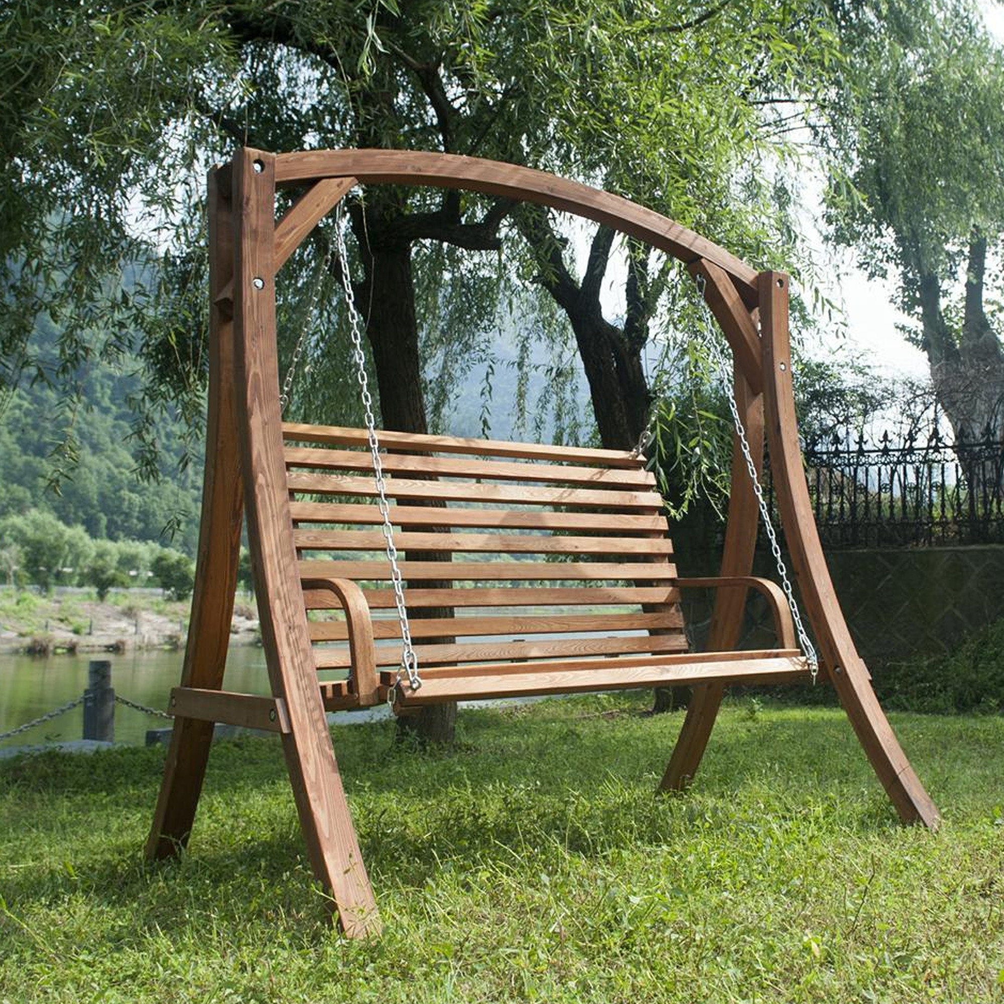 Garden swings are making a difference in the modern