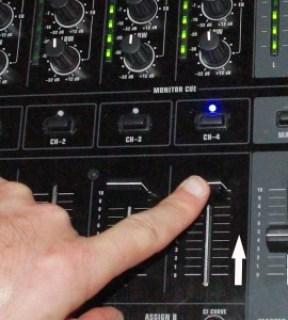 Alza il volume del deck B quando i due brani sono in sync