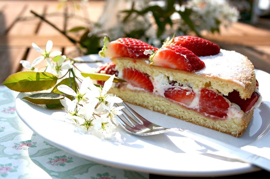 Foto von: Ein einzelnes Tortenstück, der einfachen Erdbeertorte. Darjas Welt