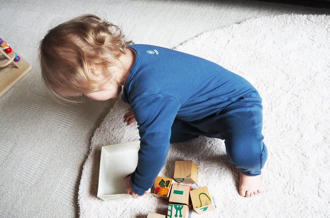 Foto von: Blauer Overall von Organic by Feldmann, getragen von meiner Kleinen Tochter. Darjas Welt