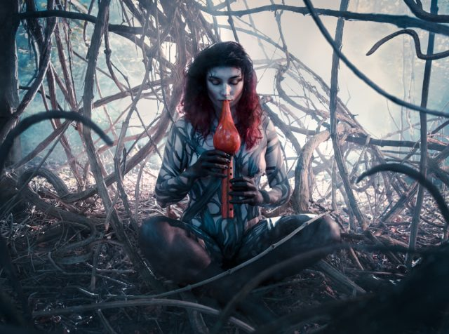 Ishann Photography - Marion Clerc - mua Mary Demi Neurone - The Creeper's Charmer
