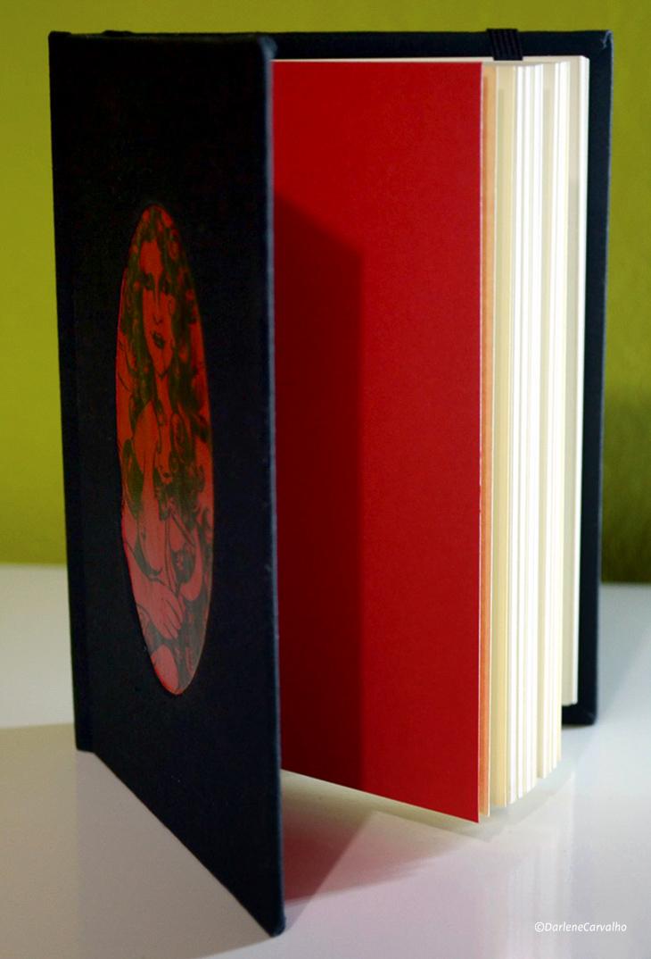 Sketchbook Artesanal Monalisa Bathory, de Darlene Carvalho.