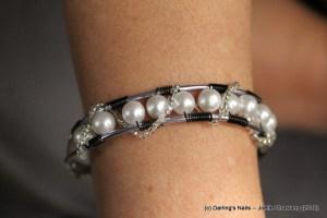 Bracelet aluminium et rang de perles prix : 15 €