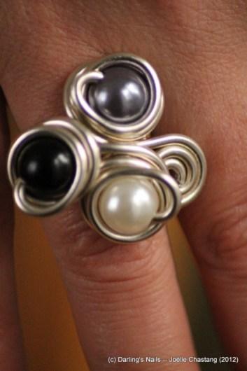 Bague 3 perles trois couleurs prix : 8€