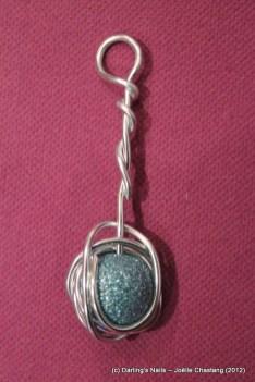 Pendentif alu une perle prix : 5 €
