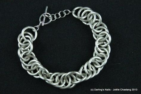 bracelet effet vague en maillons d'aluminium prix : 15€