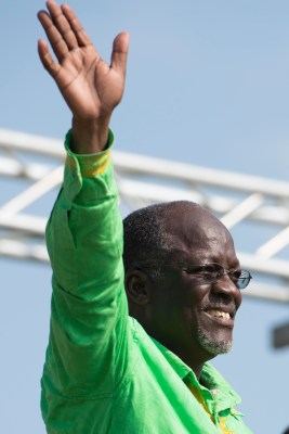 Magufuli in Magomeni. Photo: Daniel Hayduk