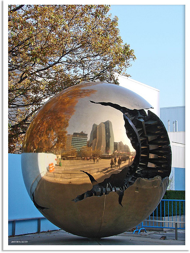 """New York 2009 - Weltkugel United Nations Headquarters (""Sphere within Sphere"" by Arnaldo Pomodoro)"", by Jorbasa on Flickr"