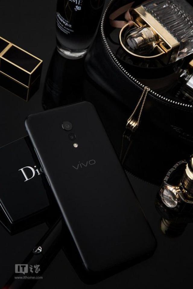 Vivo-XPlay-6-Matte-Black-Edition-9