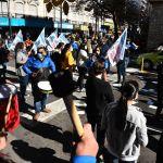 Paro de trabajadores de farmacia: reclaman ser vacunados contra el Covid