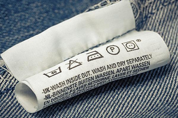 Suivez bien les indications des étiquettes de votre jean !