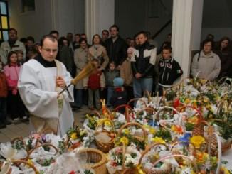 Ostern in Polen, Segnung der Osterkörbe, Foto: B?a?ej Benisz, www.wsdsac.pl, CC-BY-SA-2.5