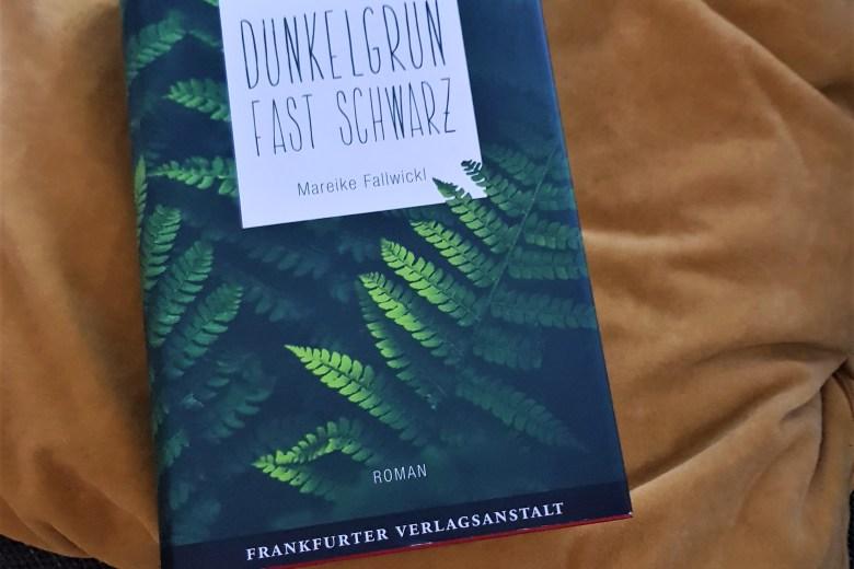 Mareike Fallwickl, Dunkelgrün fast schwarz, Das vierte Zimmer