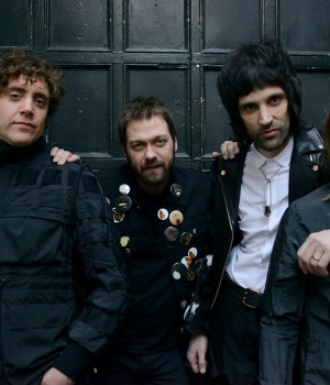Kasabian YOU'RE IN LOVE WITH A PSYCHO
