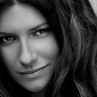 Laura Pausini da oggi on line il video di Io si (Seen)