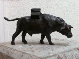 Publikumspreis Hochstadter Stier 2015 Bronzeskulptur von Prof. Josef Henselmann