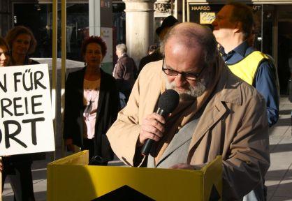 SAID liest sein Gedicht vom »Poeten für die Menschenrechte«-Flugblatt von DAS GEDICHT.