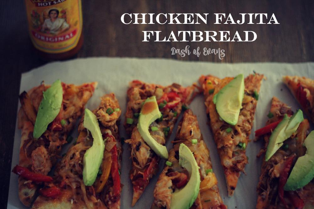 #PizzaFriday: Chicken Fajita Flatbread via @DashOfEvans