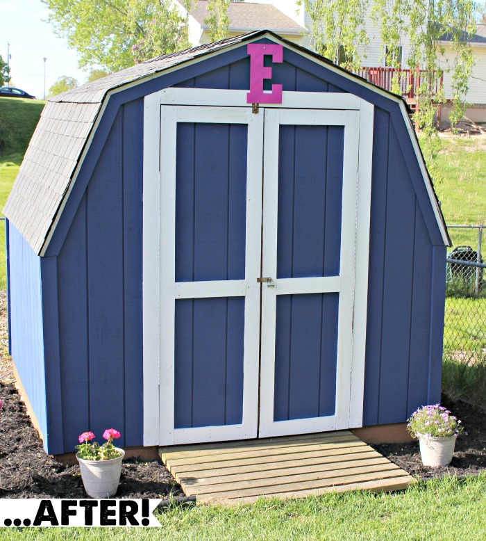 DIY Project: Shed Revamp! How to (EASILY) re-shingle and refresh your shed using GAF products from Lowes. via @DashOfEvans #RoofedItMyself (ad)
