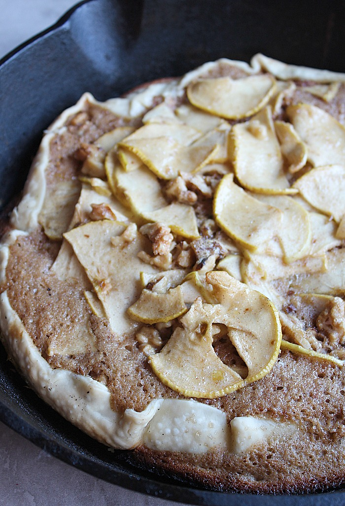 Apple Walnut Skillet Tart that can be cooked right on the grill! YUM! via @DashOfEvans
