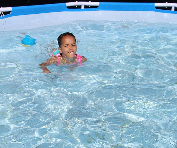 Teaching your kids swim confidence: 5 Ideas! via @DashOfEvans