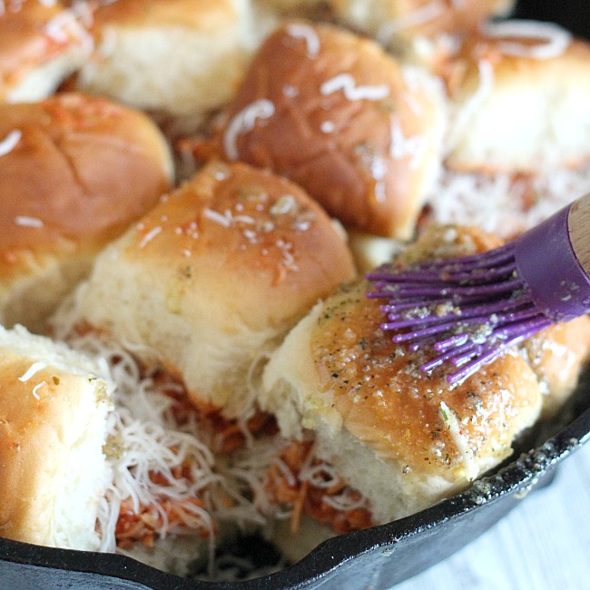 Looking for a simple, yet tasty game day appetizer? These Chicken Parmesan sliders on Hawaiian rolls have your back! A quick an easy slider is made with Ragu® pasta sauce, shredded chicken and Italian blend cheese. Topped with a garlicy, cheese butter. YES PLEASE! Check out @DashOfEvans for the full recipe AND some other great snacks from Babbleboxx! #BigGameBBXX #ad
