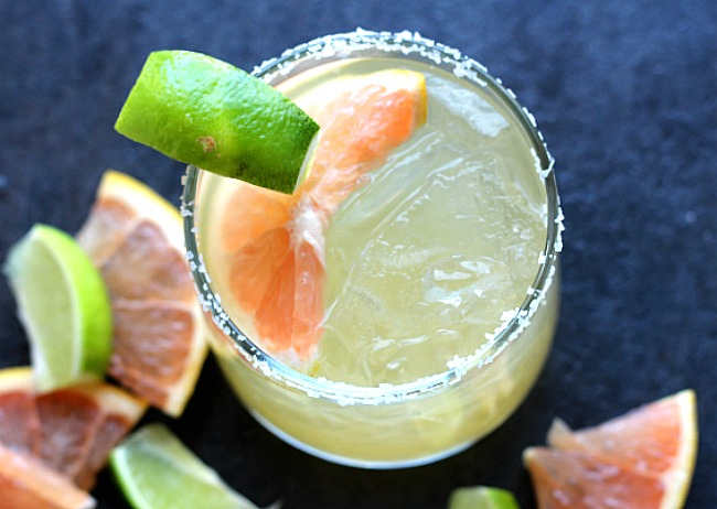 Say buh-bye to sugary, sickeningly sweet store-bought margarita mix! This fresh-squeezed homemade mix will be your new go-to for taco night! via @DashOfEvans