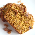 Add a little twist (and extra vitamins!) to your banana bread with pumpkin. Perfect baked as muffins, mini loaves or regular bread. YUM! via @DashOfEvans