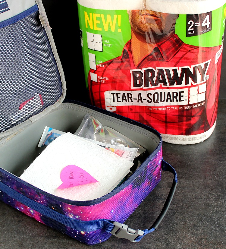 By this time of year, lunchboxes can get boring. Here are 10 ways to switch up your lunchboxes for everyone in the family! Brawny® Tear-A-Square® napkins are the perfect addition to keep those hands (and faces!) clean. via @DashOfEvans #ad