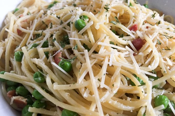 Easy Weeknight Spaghetti Carbonara (30 Minute Dinner)