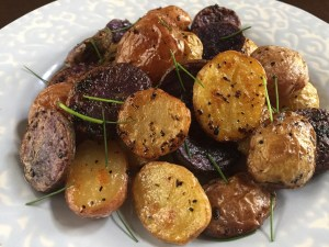 Summery Lemon Garlic Potatoes | dashofjazz.com