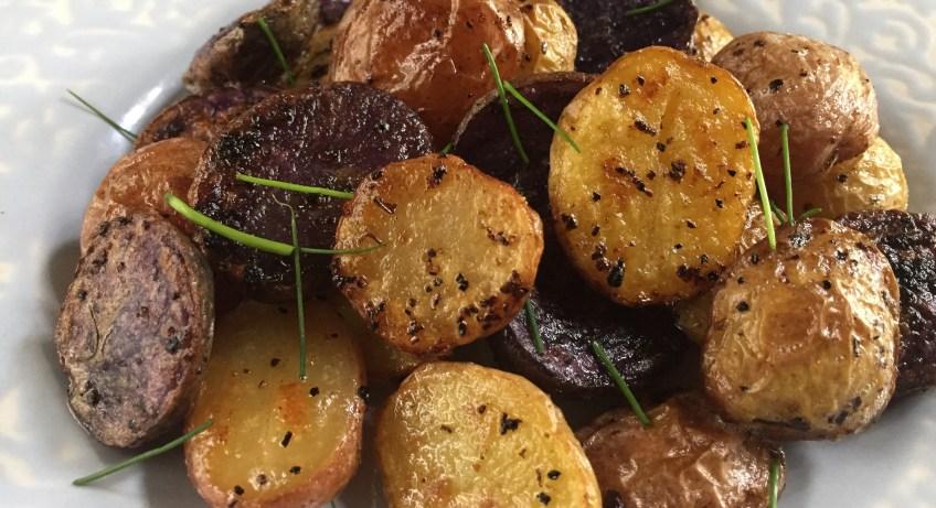 Summery Lemon Garlic Potatoes | dashofjazz.com