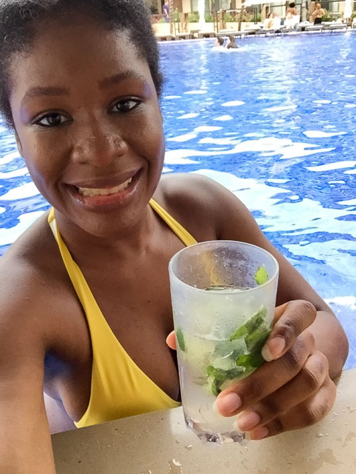 Dash of Jazz selfie holding a mojito