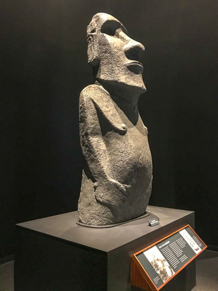 Rapa Nui statue at Bisho Museum, Oahu, Hawaii